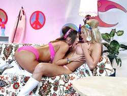 Pussy eating beauties Jessa Rhodes and Abigail Mac